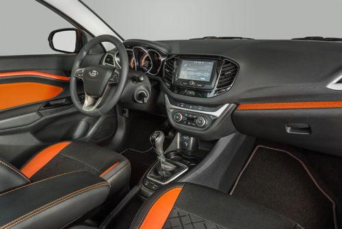 Внешний вид салона автомобиля Лада Веста 2018 года производства в варианте с кожаной отделкой