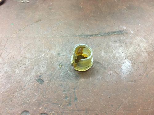 Разрезная пластиковая втулка штифта педали сцепления в ВАЗ-2110