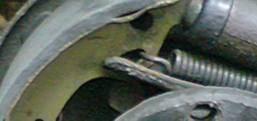 Задние тормозные колодки со снятым барабаном на ВАЗ-2110