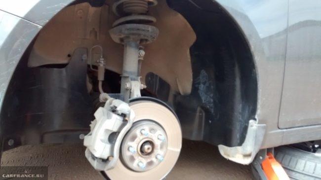 Процесс замены диска колеса Шевроле Круз