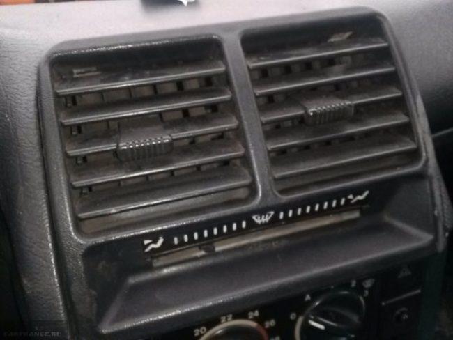 Заслонки отопителя ВАЗ-2110 в салоне автомобиля