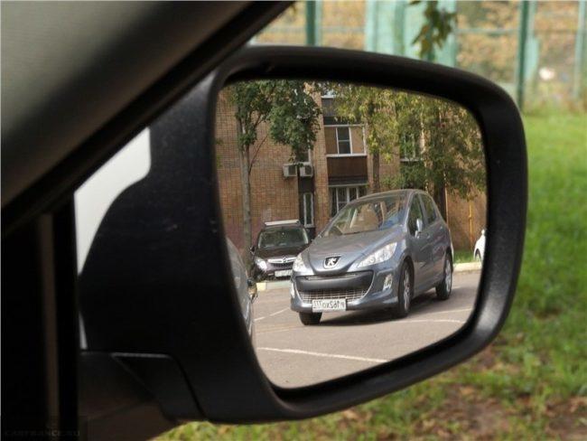 Зеркало наружного вида в автомобиле Рено Колеос 2018 года производства