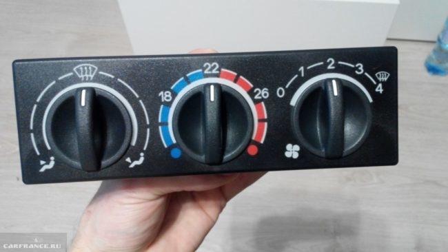 Демонтированный блок системы автоматического управления отопителем ВАЗ-2110