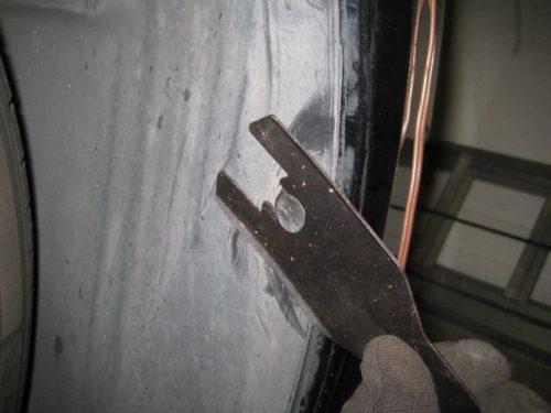 Снятие подкрылка Форд Фьюжн при помощи специального инструмента