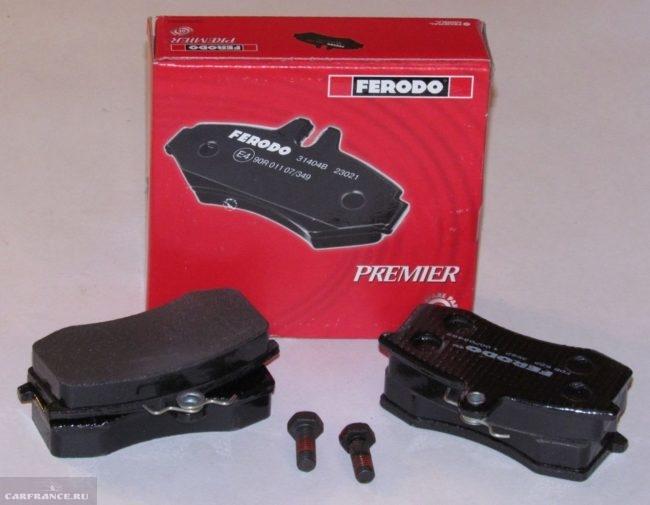 Передние тормозные колодки Ferodo серии Premier для ВАЗ-2110 с упаковкой