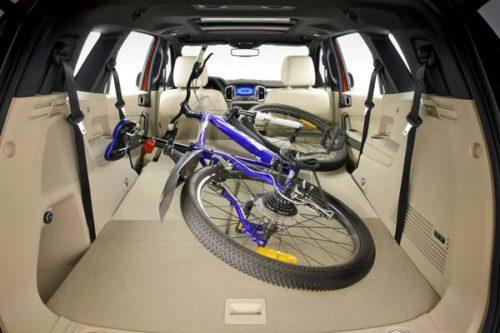 Велосипед внутри багажного отделения в Форд Эверест 2018 года производства