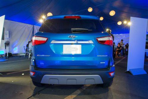 Вид сзади обновленного кроссовера Форд Экоспорт 2018 модельного года