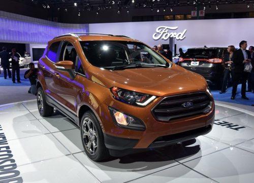 Вид спереди автомобиля Форд Экоспорт 2018 модельного года