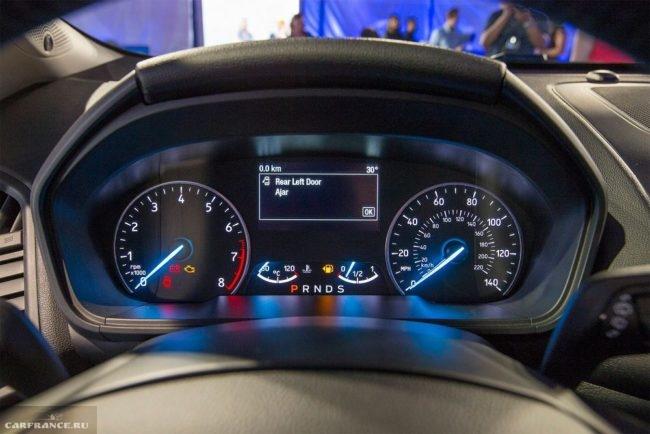 Панель приборов обновленной модели кроссовера Форд Экоспорт 2018 года