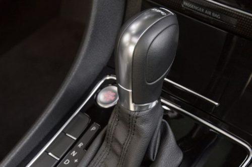 Рычаг управления режимами работы автоматической коробки передач в Форд Экоспорт 2018 года