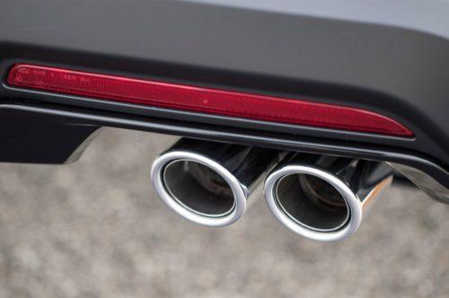 Патрубки выхлопной системы кроссовера Форд Эксплорер 2018 года производства