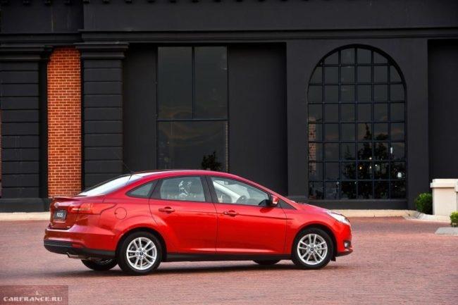Внешний вид нового седана Форд Фокус 2018 модельного года