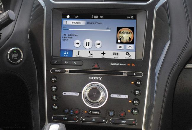 Сенсорный дисплей на центральной консоли в Форд Эксплорер 2018 модельного года