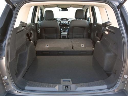 Багажное отделение с разложенным задним сиденьем в Форд Куга 2018 года