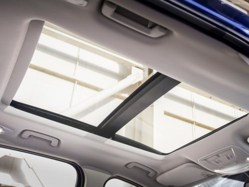 Прозрачная крышка люка в крыше кроссовера Форд Куга 2018 модельного года