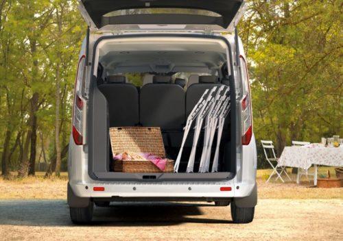 Багажное отделение обновленной модели Форд Торнео Кастом 2018 года