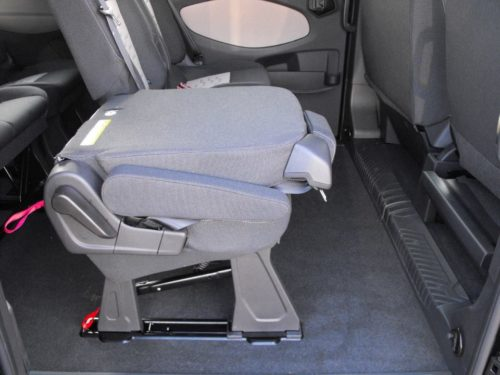 Одиночное пассажирское сидение со сложенной спинкой в Форд Торнео Кастом 2018 модельного года