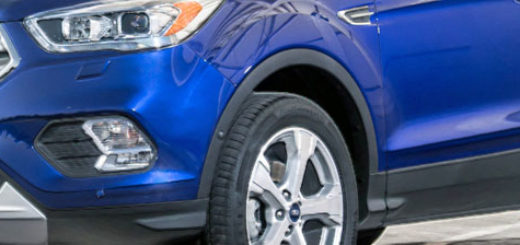 Форд Куга 2018 года в синем цвете вид спереди