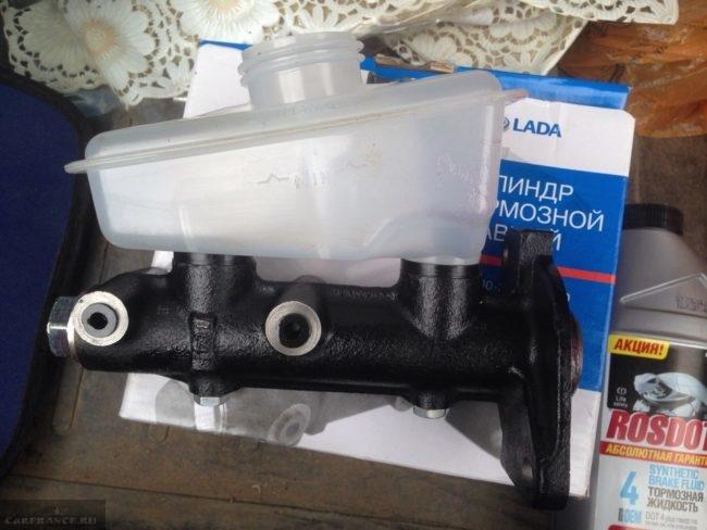 Новый главный тормозной цилиндр с бачком ВАЗ-2110