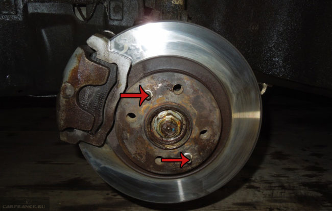 Чистый тормозной диск после работы металлической щёткой на ВАЗ-2110