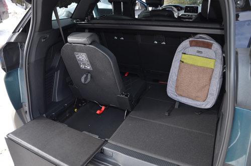 Ниша в полу багажного отделения в Пежо 5008 2018 модельного года