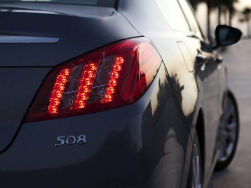 Фото заднего фонаря автомобиля Пежо 508 2018 модельного года