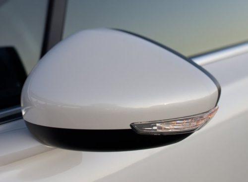 Боковое зеркало наружного вида с повторителем указателя поворотов в Пежо 508 2018 года