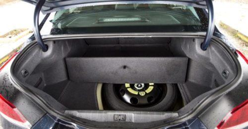 Месторасположение запасного колеса внутри багажника в Пежо 508 2018 года