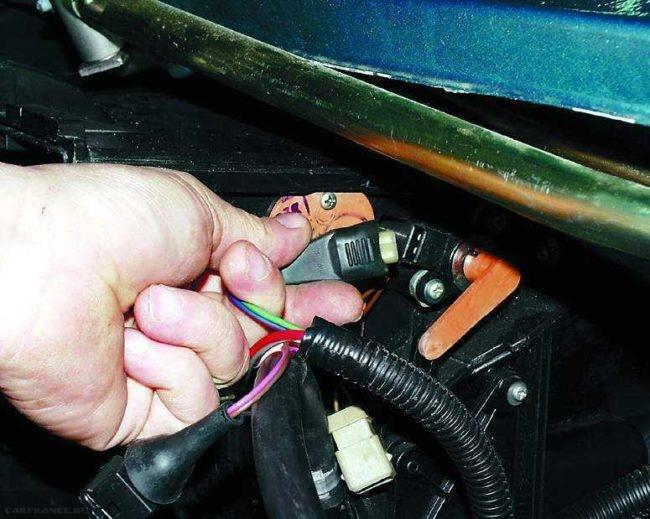 Клемма подключения электродвигателя отопителя ВАЗ-2110