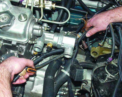 Термостат без патрубка в 8-клапанном двигателе автомобиля ВАЗ-2110