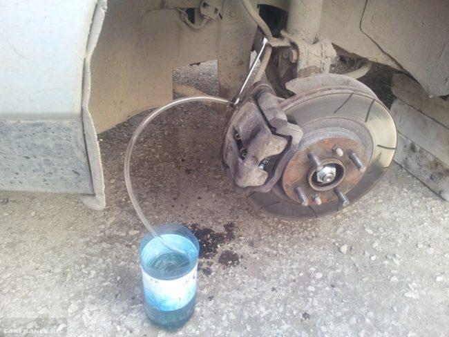 Процесс прокачки тормоза ВАЗ-2110