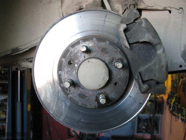 Большая выработка толщиной 2 мм на тормозном диске ВАЗ-2110