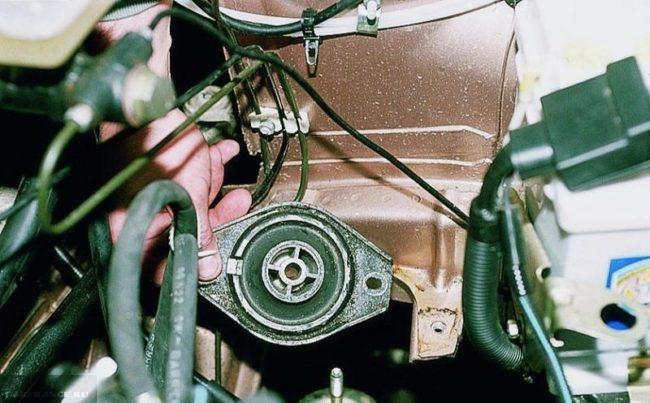 Демонтаж своими руками левой подушки двигателя в автомобиле ВАЗ-2110