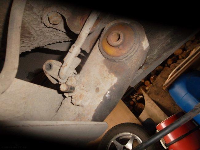 Задняя балка ВАЗ-2110 в приспущенном положении без колдуна