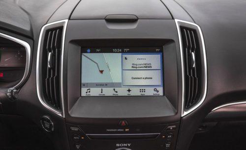 Мультифункциональный дисплей на передней панели автомобиля Форд Эйдж 2018 года производства