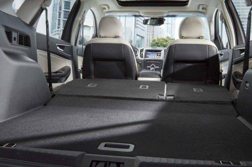 Багажное отделение со сложенными спинками задних сидений в Форд Эйдж 2018 года
