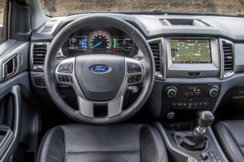 Рулевое колесо и передняя панель в Форд Рейнджер 2018 модельного года