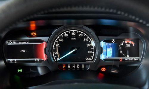 Панель приборов на передней консоли американского пикапа Форд Рейнджер 2018 года