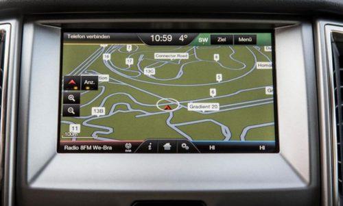 Монитор в режиме навигатора на передней панели нового Форд Рейнджер 2018 модельного года