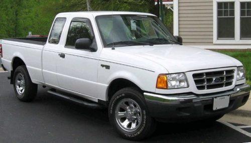 Белый пикап американского происхождения Форд Рейнджер, выпускаемый до 1998 года