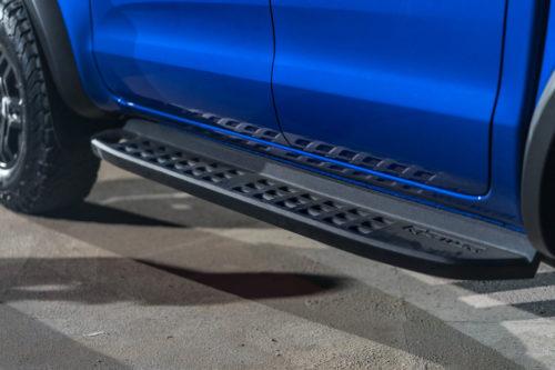 Боковая подножка нам кузове автомобиля Форд Рейнджер Раптор 2018 модельного года