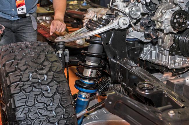 Задняя подвеска обновленного внедорожника Форд Рейнджер Раптор 2018 года, вид без кузова