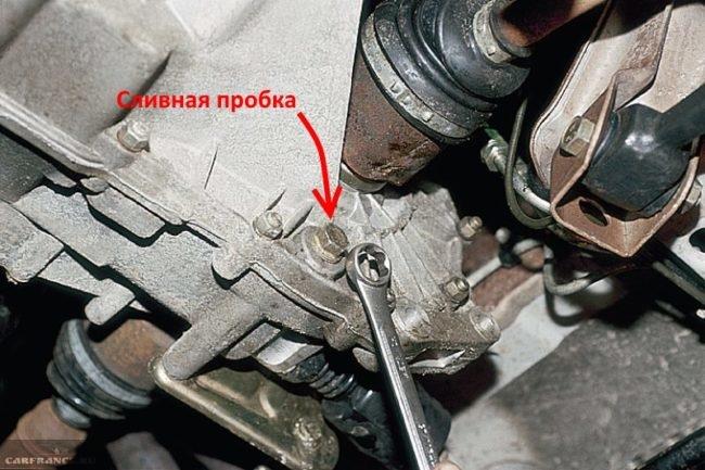 Сливная пробка на коробке передач в ВАЗ-2110 8 клапанов