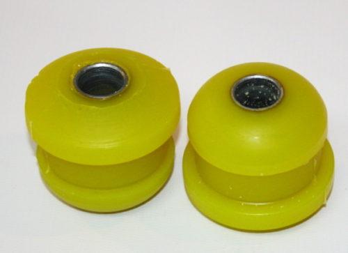 Два новых полиуретановых сайлентблока для замены в передней балке ВАЗ-2110