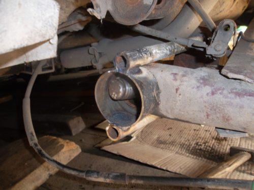 Выпрессовка сайлентблока задней балки в ВАЗ-2110 с помощью домкрата