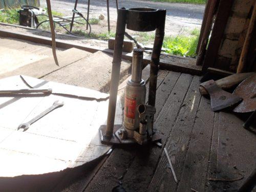 Самодельный съемник из домкрата для снятия сайлентблоков задней балки ВАЗ-2110