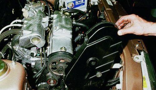 Снятие крышки газораспределительного механизма с двигателя ВАЗ-2110 8 клапанов