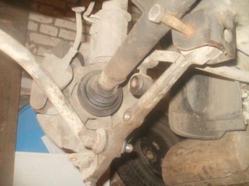 Демонтаж нижнего рычага передней подвески в ВАЗ-2110