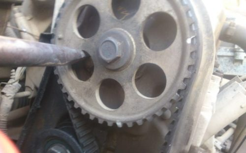 Фиксация шкива распеределительного вала от проворачивания в ВАЗ-2110