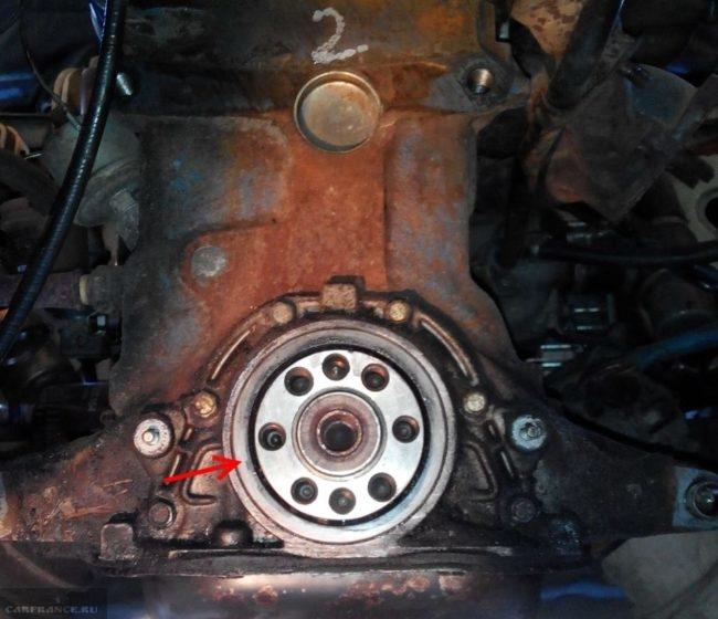 Задний сальник коленвала на восьмиклапанном двигателе ВАЗ-2110